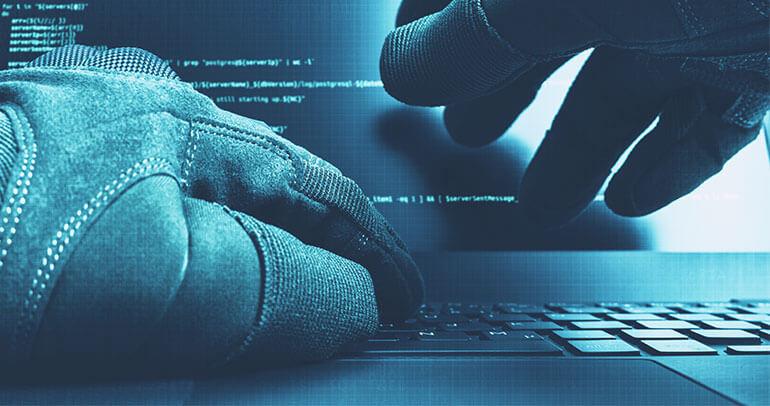 Spletni napadalec